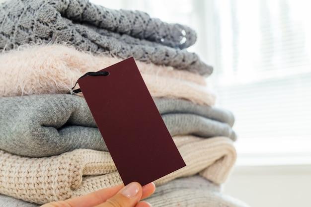 Pilha de suéter quente de malha de lã Foto Premium