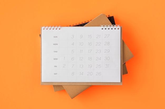 Pilha plana de calendários do planejador Foto Premium