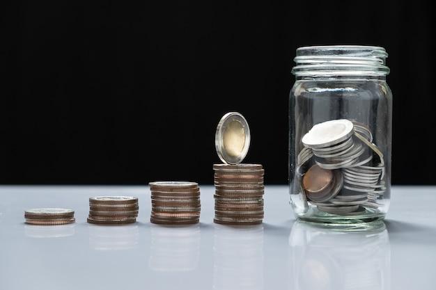 pilhas de moedas e vidro para investimento no futuro 1423 20 - Por que um plano de Previdência Privada é vantajoso?