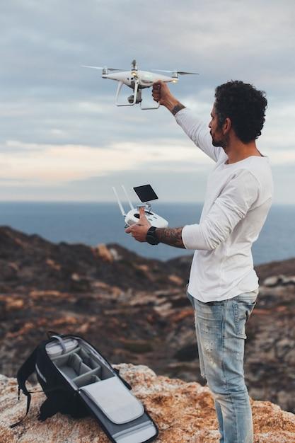 Piloto drone profissional ou fotógrafo de estoque Foto gratuita
