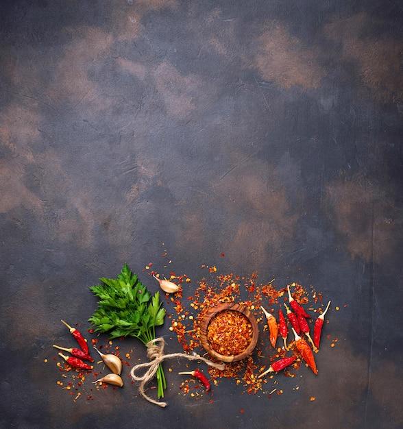 Pimentão vermelho, alho e salsa Foto Premium