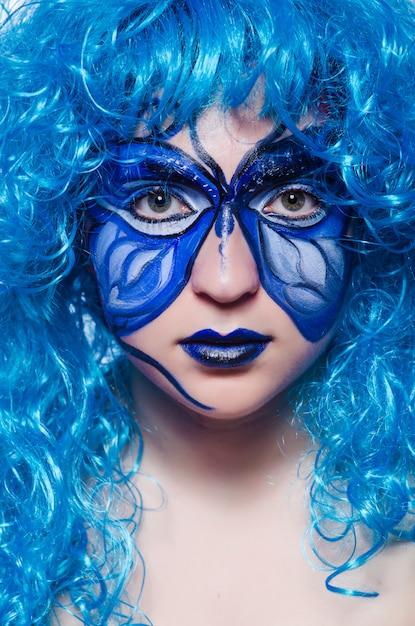 Pintura no rosto de mulher com borboleta Foto Premium