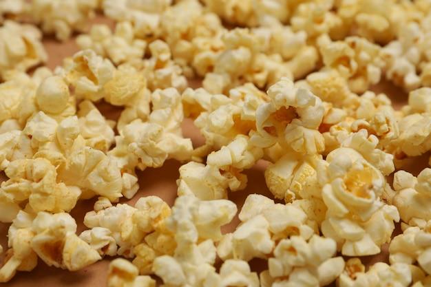 Pipoca saborosa, close-up. comida para assistir cinema Foto Premium