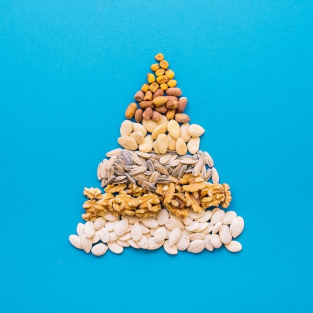 Pirâmide de nozes Foto gratuita