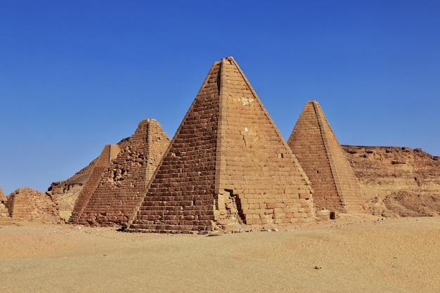 Pirâmides do mundo antigo no sudão Foto Premium