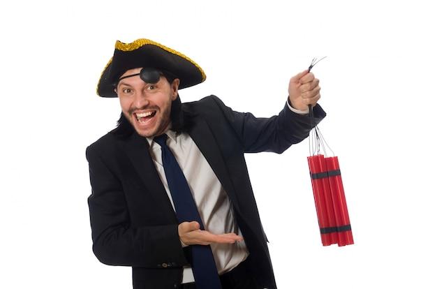 Pirata no terno preto segurando bomba isolada no branco Foto Premium