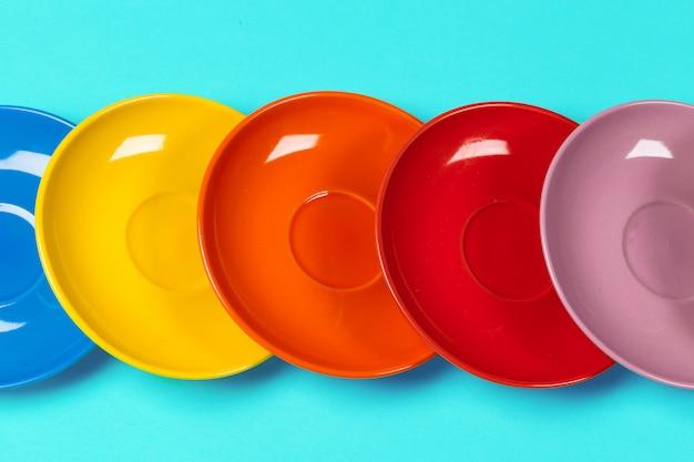Pires coloridos em um fundo brilhante vibrante Foto Premium