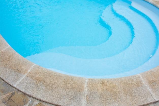 Piscina azul Foto Premium