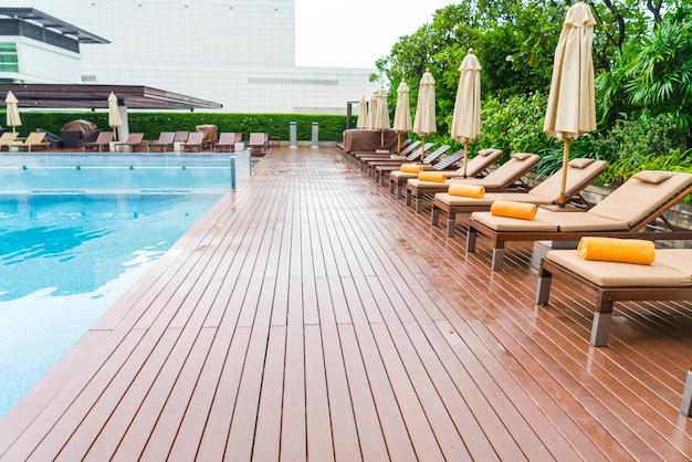 Piscina com relaxantes assentos baixar fotos gratuitas for Piscina gratuita