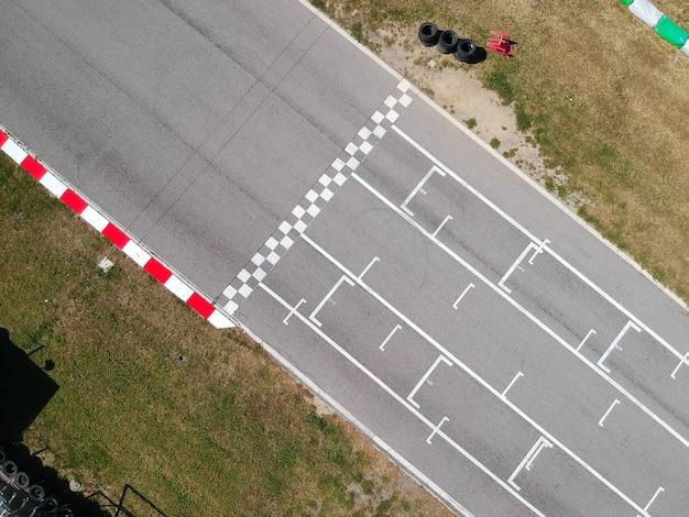 Pista de corrida com linha de partida ou final, vista aérea Foto Premium