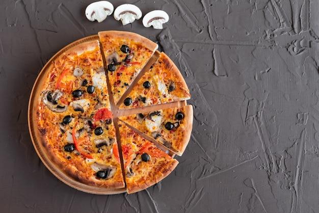 Pizza, comida, vegetais, cogumelos. Foto Premium