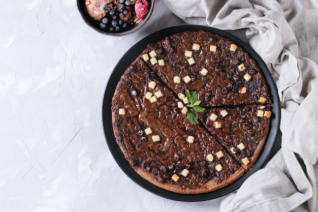 Pizza de chocolate de sobremesa Foto Premium