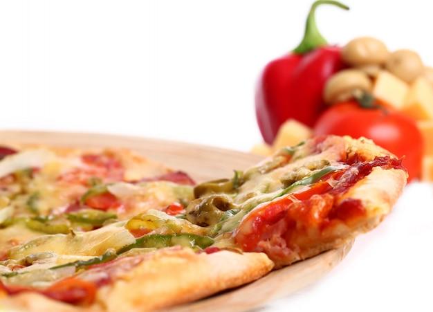 Pizza de legumes saborosa Foto gratuita