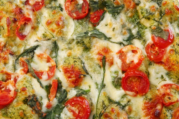 Pizza de salame saborosa e fresca Foto gratuita