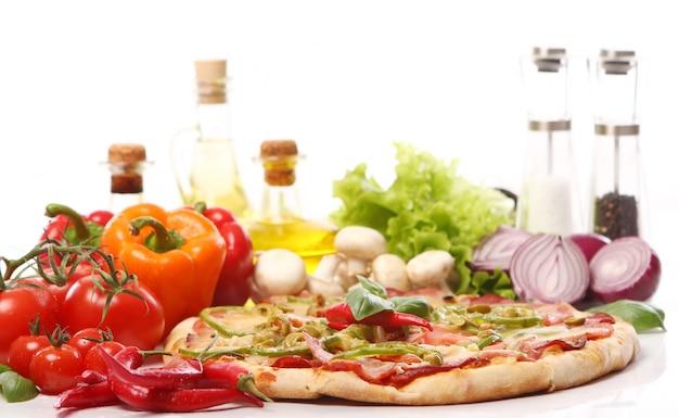 Pizza fresca e saborosa Foto gratuita