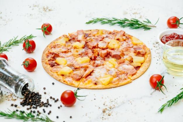 Pizza havaiana Foto gratuita