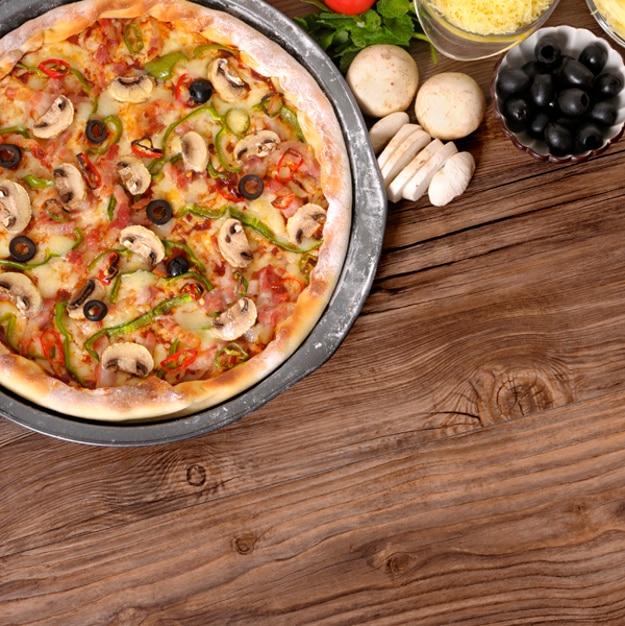 Pizza pronta para servir Foto gratuita