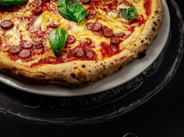 Pizza quente com queijo Foto Premium
