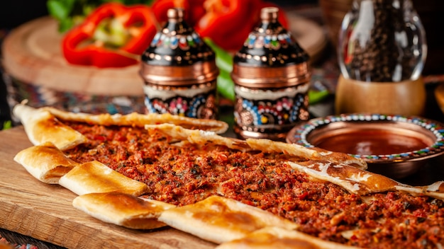 Pizza turca pita com carne. Foto Premium