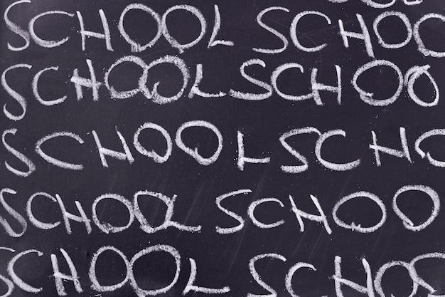 Placa com a escola da palavra escrita Foto gratuita