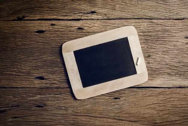 Placa de giz ardósia vintage e caneta giz para ardósia | Foto Premium