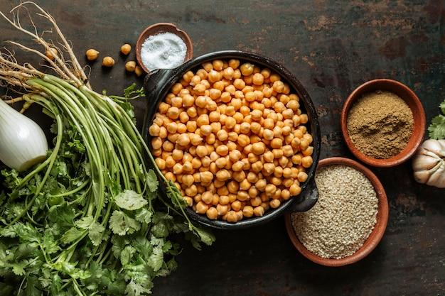 Plano de saboroso arranjo de comida judaica Foto gratuita