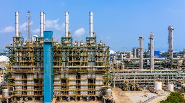 Planta de polietileno no parque industrial, indústria de polietileno de vista aérea. Foto Premium