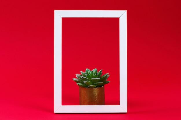 Planta verde artificial em vaso no quadro branco Foto Premium
