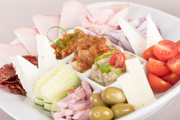 Platô de comida tradicional romena Foto Premium