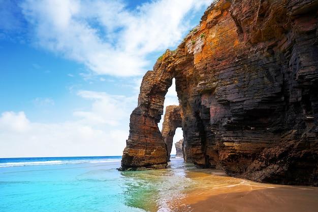 Playa las catedrales catedrais praia na galiza espanha Foto Premium