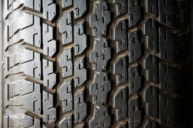 Pneu de carro, closeup de textura de pneu. Foto Premium