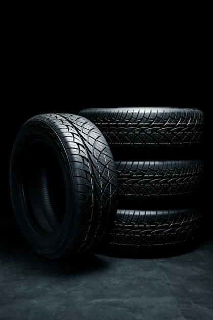 Pneus novos. pneus de carro fechar Foto Premium