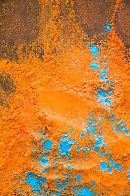 Pó azul laranja na mesa Foto gratuita