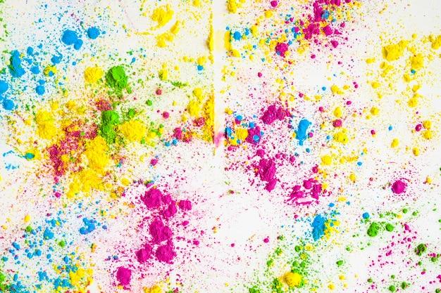 Pó de cor holi colorido sobre fundo branco Foto gratuita