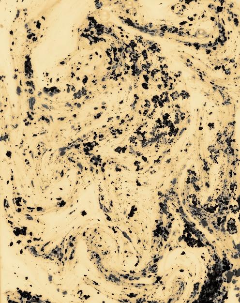 Pó de cor preto holi mistura em fundo líquido Foto gratuita