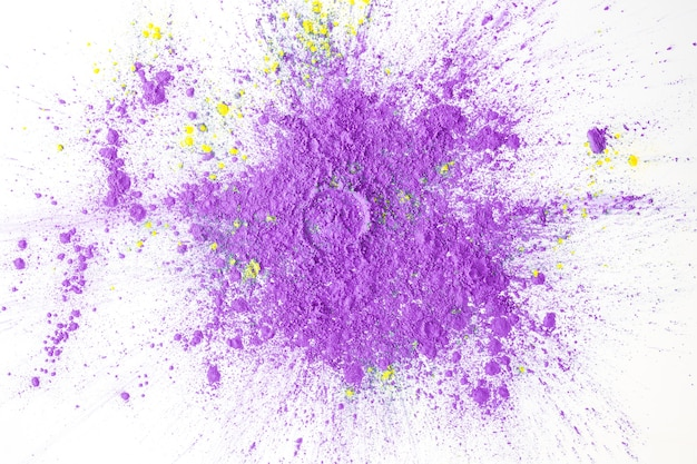 Pó roxo pintado na mesa Foto gratuita