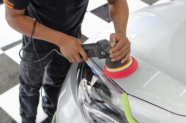 Polimento de automóveis. Foto Premium