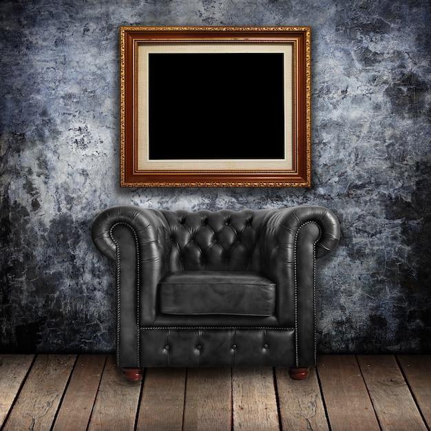 Poltrona de couro preto clássico na parede Foto Premium