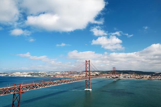 Ponte 25 de abril em portugal Foto Premium