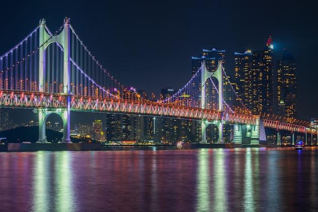 Ponte de gwangan e haeundae na cidade de busan, coreia do sul. Foto Premium
