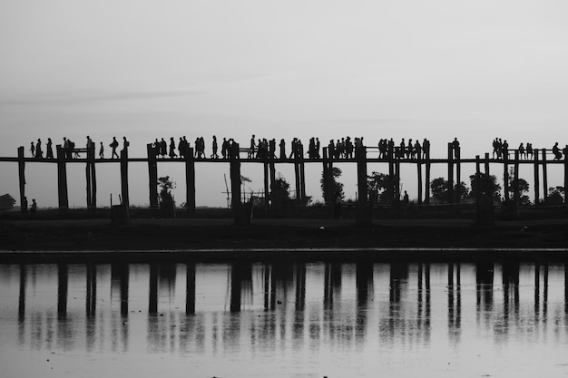Ponte de madeira em mandalay Foto gratuita