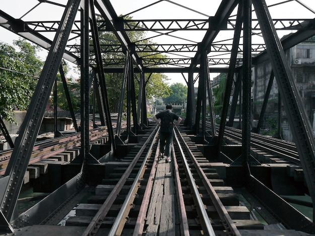 Ponte ferroviária em banguecoque, tailândia Foto Premium