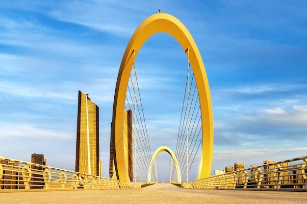 Ponte moderna localizada em nanjing, china Foto Premium