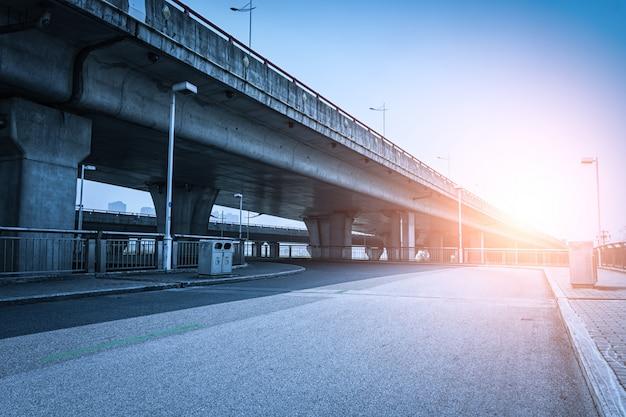 Ponte no por do sol Foto gratuita