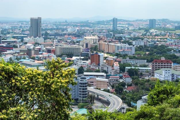 Ponto de opinião da arquitectura da cidade de praias de pattaya, tailândia. Foto Premium