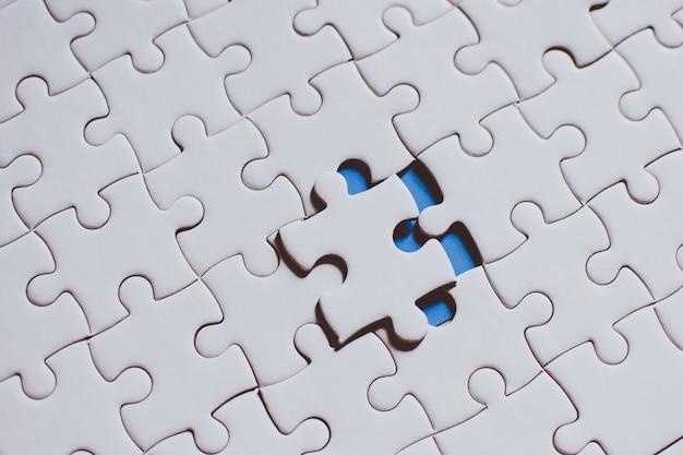 Ponto, segurando, conectando, vermelho, pedaço, quebra-cabeça, negócio, conexão Foto Premium