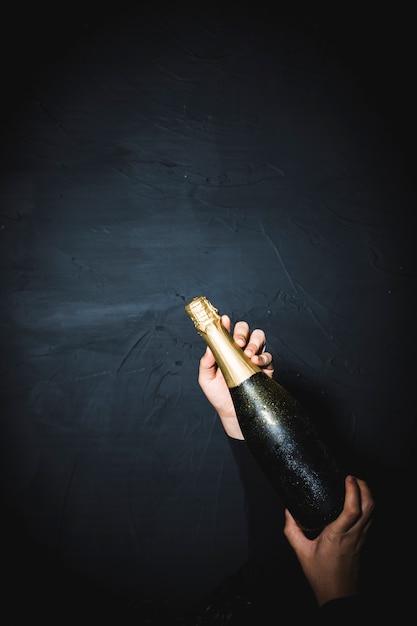 Pooping garrafa de champanhe Foto gratuita