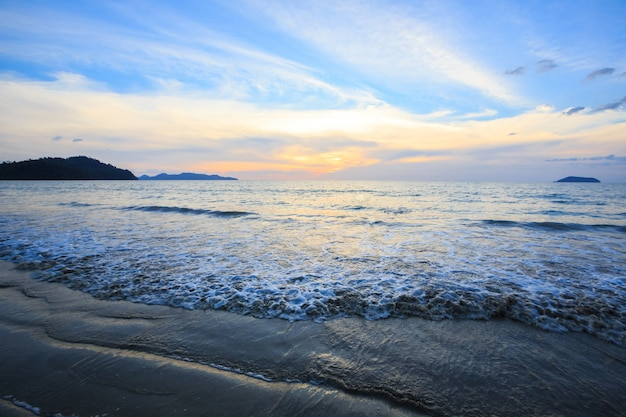 Pôr do sol da praia Foto Premium