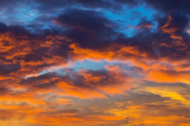 Por do sol das cores do céu Foto Premium