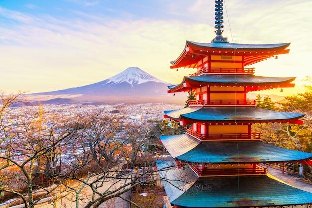Pôr do sol no chureito pagoda e no monte. fuji Foto Premium
